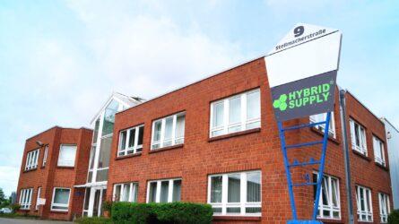 HybridSupply Ltd. è stata fondata nell'ottobre 2006 da tre soci a Beckum (Vestfalia). L'amministratore delegato Oskar Kowalski aveva solo 21 anni e stava svolgendo il suo primo anno di apprendistato come commerciante all'ingrosso e per l'esportazione.